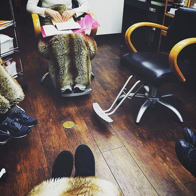 *今日は新年明けて、初めてのミーティング♪今年も、お客様や自分達もワクワクするような企画を、みんなで考えて実現できるように頑張ります**#r#rhair#rhairatelier#美容室#福岡美容室#薬院美容室#美容師#ミーティング