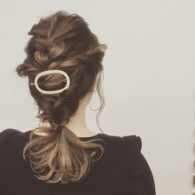 *スタッフおすすめ#ヘアアクセサリー ♡*#フレームピン を使った#大人アレンジ ♡*こちらの#アクセサリー は¥1512 になります♪*ちょっとしたおでかけにもぴったりなヘアスタイル︎*hair:chiemodel:yoco*#rhair#rhairaterie#福岡美容室#薬院美容室#ヘアセット#ヘアアレンジ#結婚式セット