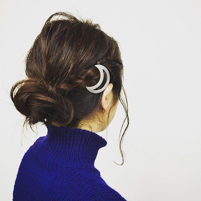 staffヘアアレンジ★新作の三日月バレッタを使って♡