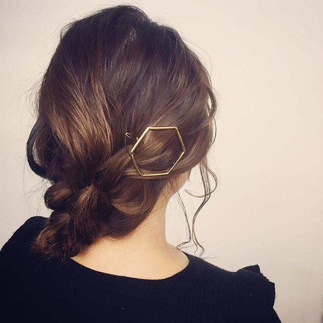 staffヘアアレンジ新作の6角バレッタを使って♡¥1200+tax*hair:chiemodel:yoco#r#rhair#rhairatelier#美容室#福岡美容室#薬院美容室#美容師#ヘアスタイル#ヘアアレンジ#アレンジ#みつあみ#バレッタ#instahair#instapicture#hair#hairstyle#hairarrange
