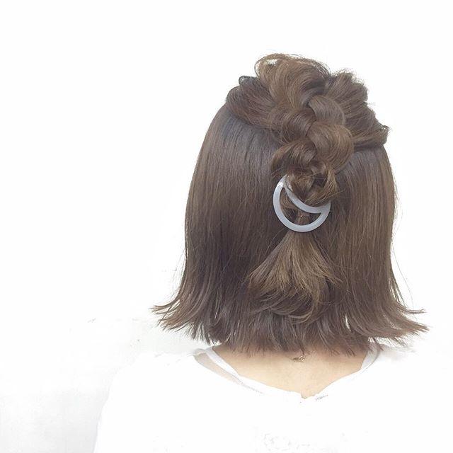 staffヘアアレンジ♡三日月のクリップを使って¥1200+tax*hair:yukamodel:yoko*9月19日(祝)に行います、r*hair 9th anniversary eventにて、ヘアアクセサリーご購入の方に無料でヘアアレンジもさせていただきます*詳しくは、これからインスタグラムやフェイスブック、ご来店いただきました時にお伝えしていきます***#r#rhair#rhairatelier#福岡#福岡美容室#薬院#薬院美容室#美容師#ヘアアレンジ#簡単ヘアアレンジ#ヘアアクセサリー#アクセサリー#accessory#9th#anniversary#anniversaryevent#anniversaryparty#20160919#9月19日#月曜日#祝日#たくさんの方お待ちしております♡