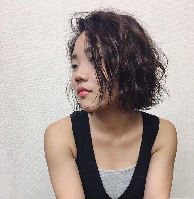**かわいいよりも、カッコイイ大人の女性を目指すなら*かきあげバングとナチュラルなウェーブに、スタイリングはお馴染み #ボジコ でツヤ感を。*** ***hair...chie@r.hair.chie**#r#rhair#福岡美容室#薬院美容室 #福岡#薬院#美容室#美容院#ヘアサロン#撮影#ヘアスタイル撮影#撮影モデル #ヘアスタイル#ヘアカタログ #ショートヘア#エッセンシティ#オーガニック#ジョンマスターオーガニック#ジョンマスター#ナチュラル#ファッション#fashion#ootd#instagood#instapic#vsco#vscocam#instagood#instahair