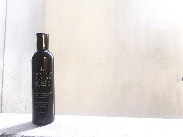 ***◇S&Mスキャルプシャンプー◇236ml/2600+tax**夏にオススメのジョンマスターのシャンプーのご紹介です。**スペアミントやユーカリなどが爽やかに香り、洗い終わったあとにも頭皮に清涼感を感じられるシャンプーです。泡立ちもよく毛穴の汚れや余分な皮脂もしっかり取り除き頭皮を健やかに保ちます。**根元のハリコシもしっかり出るので髪がペタっとなりやすい方にも最適です。また日焼けによる頭皮ダメージのケアにもオススメです。**男性にもオススメのシャンプーです。ぜひこの機会にいかがでしょうか︎***#r#rhair#福岡美容室#薬院美容室 #福岡#薬院#美容室#美容院#ヘアサロン#撮影#オーガニック#ナチュラル#スキャルプ#ジョンマスターオーガニック#ジョンマスター#organic#natural #johnmastersorganics #instagood#instapic#instahair#vsco#vscocam