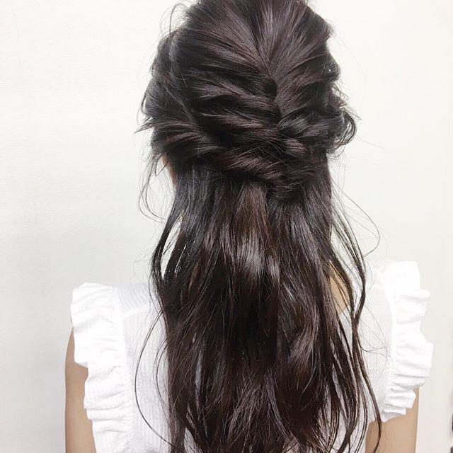 **デイリーアレンジ♡*トップから編み込み、両サイドの毛をねじりながらバックに持っていき、ゴムで結んでクルリンパ♬*編み込みが苦手な方は、クルリンパを重ねても可愛いです♡***hair...chie@r.hair.chie**#r#rhair#福岡美容室#薬院美容室 #福岡#薬院#美容室#美容院#ヘアサロン#撮影#ヘアスタイル撮影#撮影モデル #ヘアスタイル#ヘアカタログ #ロングヘア#アレンジ#オーガニック#ナチュラル#ジョンマスターオーガニック#ジョンマスター#johnmastersorganics #ファッション#fashion#ootd#instagood#instapic#vsco#vscocam#instagood#instahair