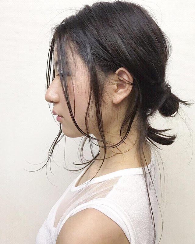 ***ヘアアレンジは横からのシルエットもとっても大切︎**顔周りのおくれ毛も巻きすぎないように。自然に揺れる髪の毛が色っぽい︎***自分でもできるアレンジお教えします♡ぜひご相談下さいね︎***hairarrange...ソダヨウコ@r___yooco712***#r#rhair#福岡#薬院#福岡美容室#薬院美容室#美容室#美容院#ヘアサロン#ジョンマスターオーガニック#オーガニックコスメ#organic#ボジコ#オーガニック#ナチュラル#ヘアカタログ#ヘアスタイル#撮影#ヘアスタイル撮影#サロンモデル#女性美容師#ロングヘア#ミディアムヘア#instagood#instahair#アレンジ#ヘアアレンジ#簡単アレンジ#おだんごアレンジ#yokohairarrange