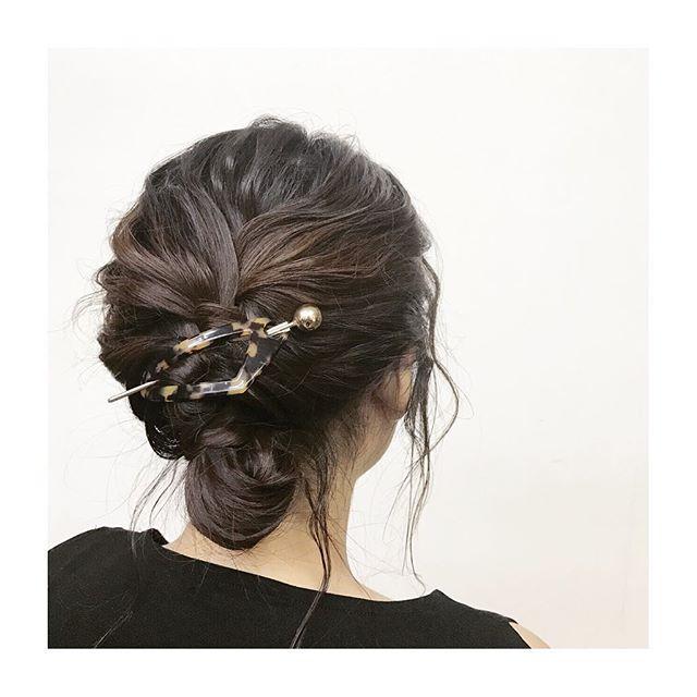 ..すっきりまとめたシニヨンスタイル♡.ピンを使っていないアレンジなので、崩れにくいところも◎.普段のファッションにもOKですがお着物にも合わせやすいスタイルなので結婚式などにもぴったりです♡.べっこう柄マジェステ・¥2200+tax︎色違い、形違いもありマス︎...hairarrange...ソダヨウコ@r___yooco712...#r#rhair#福岡#薬院#福岡美容室#薬院美容室#美容室#美容院#ヘアサロン#ジョンマスターオーガニック#オーガニックコスメ#オーガニック#organic#ボジコ#ヘアカタログ#ヘアスタイル#撮影#ヘアスタイル撮影#instagood#instahair#ヘアアレンジ#くるりんぱ#簡単アレンジ#シニヨン#ヘアアクセサリー#マジェステ#hairarrange#hairset#vsco #yokohairarrange